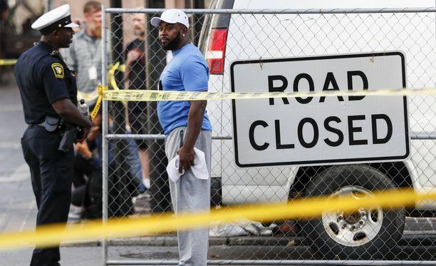 Poliisi eristi laajan alueen Cincinnatin keskustassa.