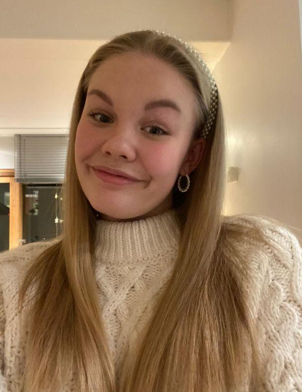 Emilia Järvenpää toivoisi, että ensi vuonna pääsisi kouluun harjoittelemaan tansseja.
