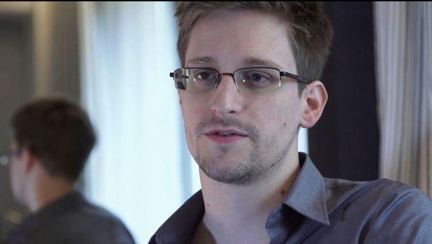 Edward Snowden hylkäsi kovapalkkaisen työnsä, tyttöystävänsä ja kotinsa Havaijilla paljastaakseen NSA:n laajamittaisen urkinnan.