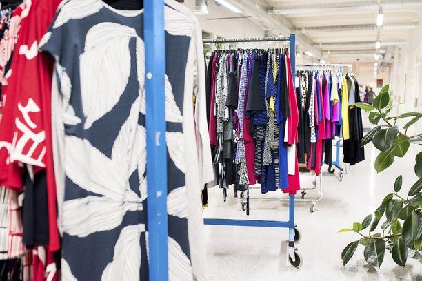 Kuuluisat suomalaisbrändit harkitsevat tai ovat jo aloittaneet yt-neuvottelut. Kuvituskuva Nanson vaatteista.