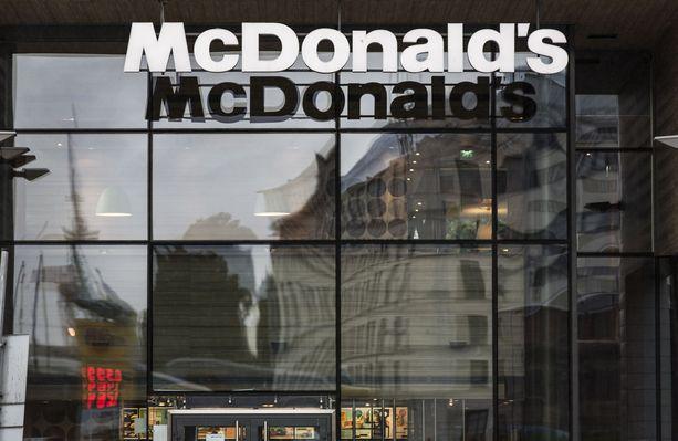 McDonalds-ravintolan julkisivu. Kuvituskuva.