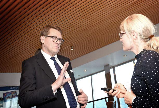 Keskustan presidenttiehdokas Matti Vanhanen sai viikonlopun puolueristeilyllä useaan kertaan perustella, miksi hän jaksaa käydä presidenttikisaa kahden prosentin kannatuksella.