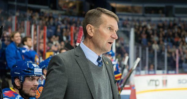 Erkka Westerlund avasi sanaisen arkkunsa KHL-tuomareista.