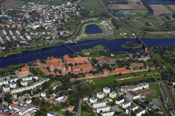 Malborkin linnan koosta saa hyvän käsityksen ilmakuvassa.
