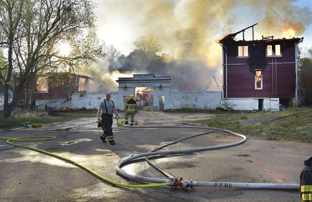 Hotelli tuhoutui palossa täysin.