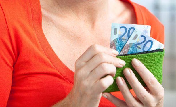 Yksityisen sektorin mediaaniansio on 3 220 euroa kuukaudessa.