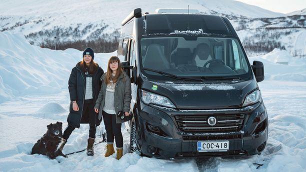 TourDeVan-seikkailijat Elin, Emilia ja Fazer ehtivät ennen koronaepidemian leviämistä tutustua mm. Lofootteihin, joka on luontoihmisille upea  matkakohde talvellakin.