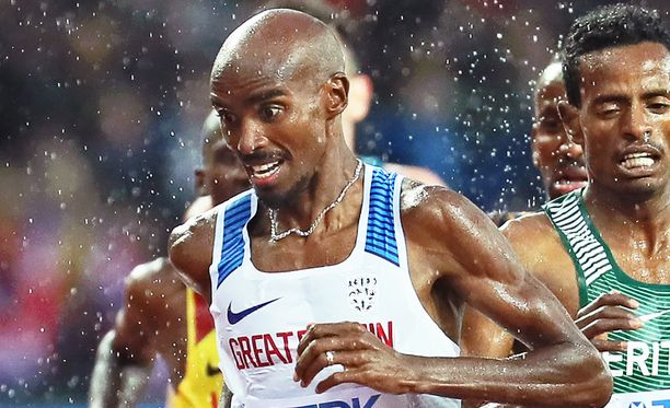 Mo Farah (vas.) on MM-kisojen suurimpia tähtiä Usain Boltin ohella.