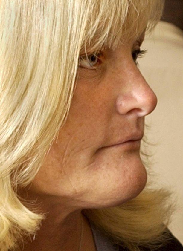 Debbie Rowe aikoo taistella lastensa huoltajuudesta.