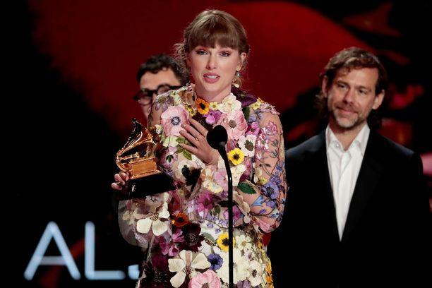 Vastikään vuoden parhaan albumin Grammylla palkittu Taylor Swift on aiemminkin antanut rahaa anteliaasti hyväntekeväisyyteen.