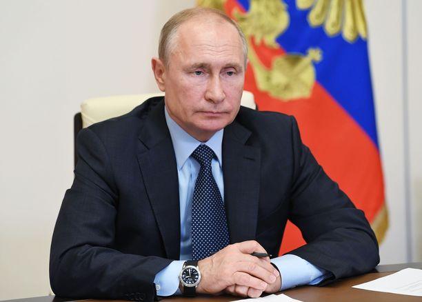 Vladimir Putin osallistui kesäkuun alussa puhelinkokoukseen kotonaan.