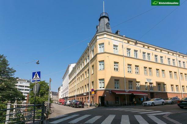 Ullanlinnassa suurin osa rakennuksista edustaa jugendia. Ullanlinna tunnetaan arvoalueena, jossa luonto on lähellä.