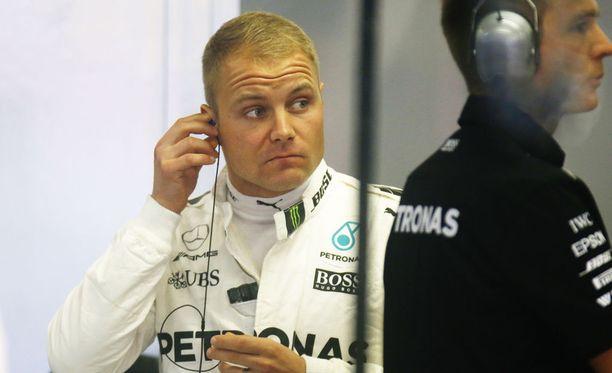 Valtteri Bottas ei saanut asetuksia kohdalleen Singaporen GP:n harjoituksissa.