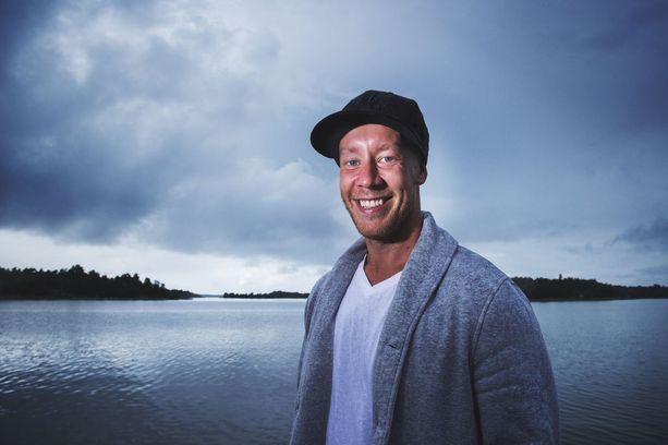 Antti Raanta sai tietää maisemanvaihdoksestaan keskellä Suomen juhannusta.