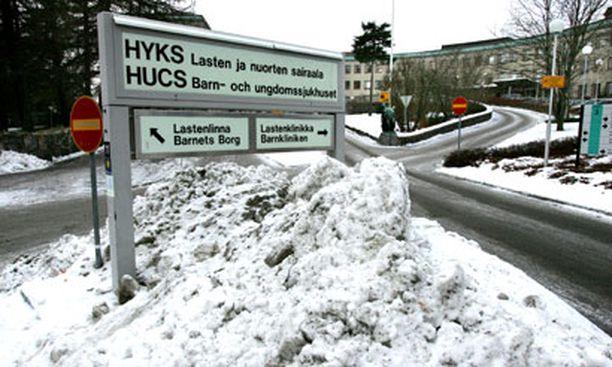 Väärää liuosta saaneita vastasyntyneitä hoidetaan Lastenklinikalla Helsingin Meilahdessa.