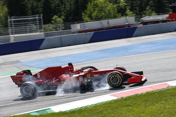 Sebastian Vettel sijoittui kauden ensimmäisessä GP:ssä vasta kymmenenneksi.