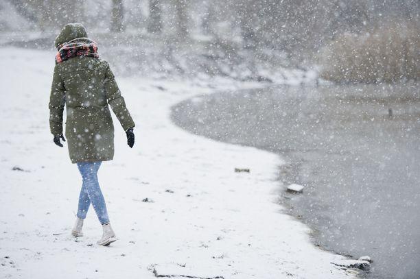 Maan pohjoisosissa saa perjantaina olla tarkkana liikenteessä, kun tiedossa on lunta pahimmillaan jopa 10 senttimetriä.