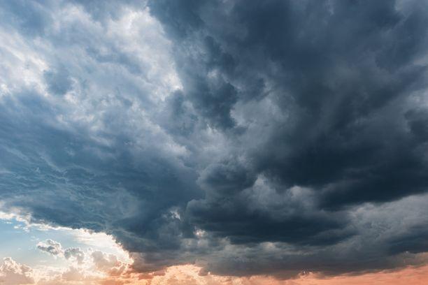 Myrsky lähestyy Taiwania kaakosta 15 kilometrin tuntinopeudella. Sen tuulenpuuskat voivat olla 25 metriä sekunnissa, mutta ne voivat taifuunin voimistuessa kohota jopa yli 30 metriin sekunnissa.