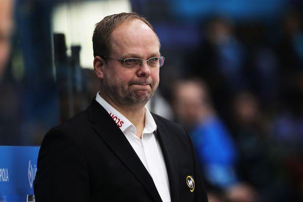 Ari Hillin käsistä on moni suomalaisveskari noussut huipulle.