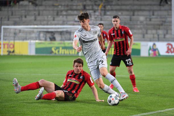 Leverkusenin maestro Kai Havertz kieputti Freiburgia.
