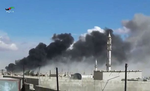 Savu nousee Homsin kaupungista Venäjän tekemän ilmaiskun jälkeen.