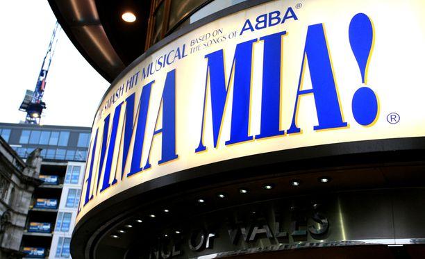 Mamma Mia! -musikaali kertoo Sophiesta, joka haluaa selvittää isänsä henkilöllisyyden ennen omia häitään. Ongelmia tulee, kun kaikki pitää toteuttaa äiti Donnalta salassa.