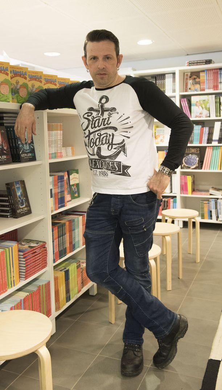 Näyttelijä Timo Lavikaiselle jouduttiin vaihtamaan isompi paita Putouksen viimeisiin jaksoihin.
