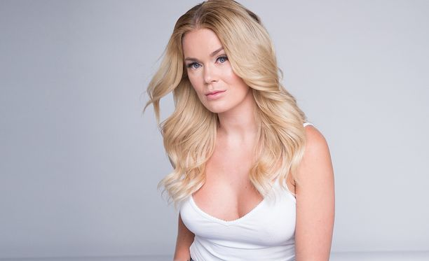 Rosanna Kulju on perimässä Miss helsinki -kisan vetovastuuta Martina Aitolehdeltä.