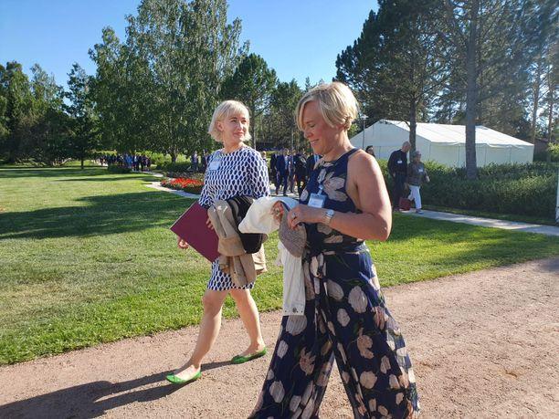 Hello Rubyn toimitusjohtaja Linda Liukas ja Ylen politiikan toimittaja Maria Stenroos kuuluivat myös Kultaranta-keskustelujen vieraslistalle.