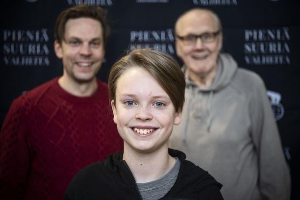 Heikki Nousiainen antaa tunnustusta pojanpoikansa Niilan näyttelijäntaidoista. - Vielä ei silti voi sanoa, tuleeko hänestä näyttelijä. Jos hän tykkää jostain toisesta hommasta enemmän, sekin on okei. Pääasia on tehdä sitä, mitä haluaa ja missä on onnellinen. Niilan isä Mikko on samoilla linjoilla.