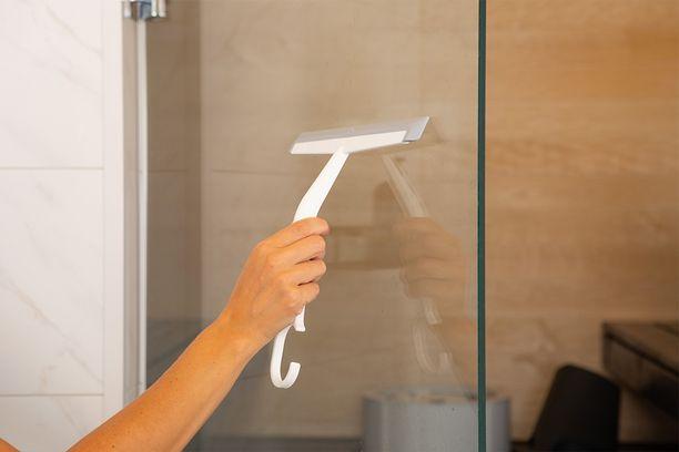Suihkukuivaimen avulla kuivaat kylpyhuoneen pinnat hetkessä.
