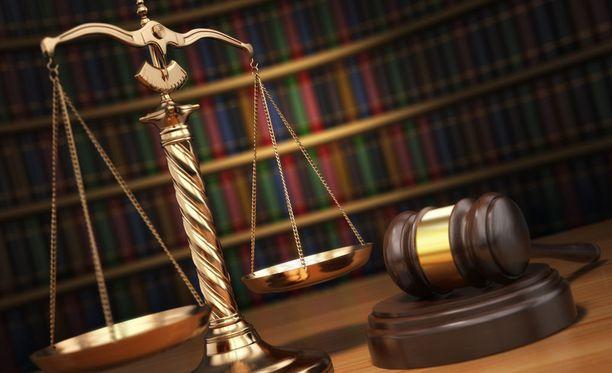 Syytekohtia oli kaikkiaan seitsemän, joista naisen katsottiin syyllistyneen kuuteen.