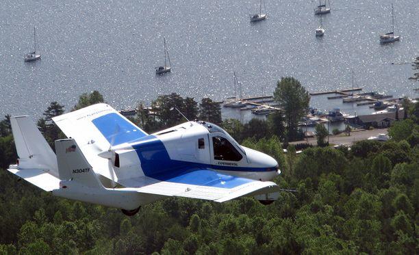 Potkuri on rungon takaosassa. Huippunopeus ilmassa on noin 160 kilometriä tunnissa.