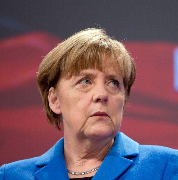 Merkelin hallinto suhtautuu vaatimuksiin penseästi.