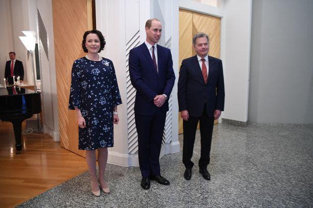 Haukio, prinssi William ja presidentti Sauli Niinistö poseerasivat kuvaajille ennen päivällisen alkua.