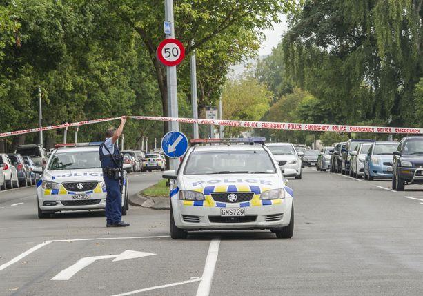 Poliisi eristi alueet hyökkäyksen kohteeksi joutuneiden moskeijoiden ympäristössä.