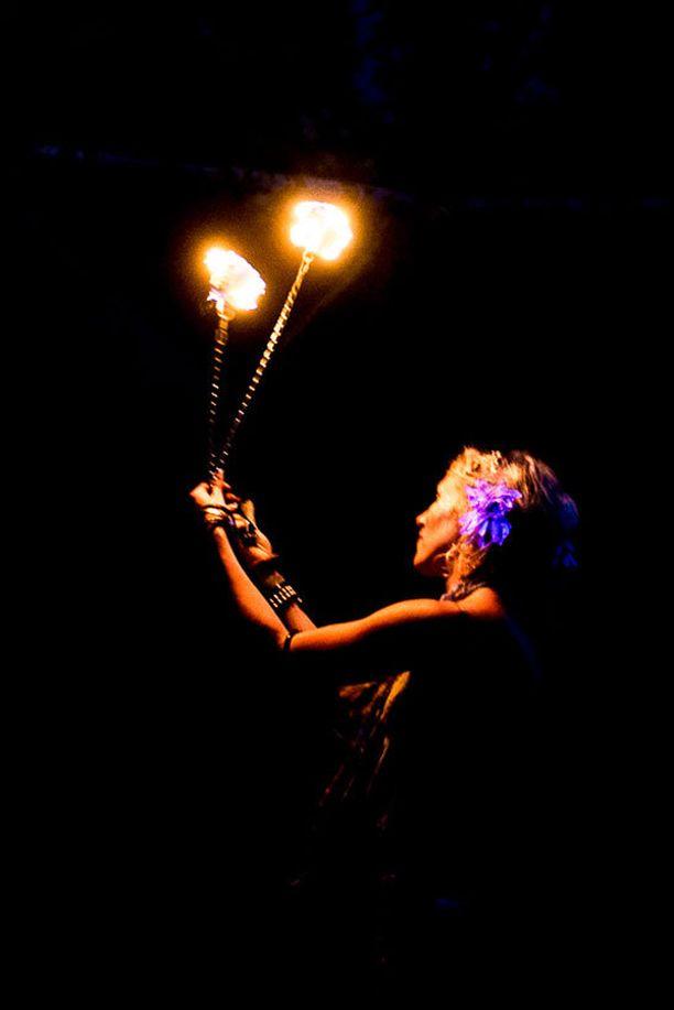 Tapahtumaan oman lisänsä loivat Fire Folk- ryhmän esiintyjät.