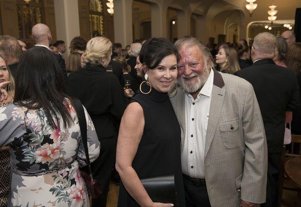 Näyttelijäkonkarit Aino Seppo ja Esko Salminen vierailivat yhdessä Helene-elokuvan kutsuvieras-ensi-illassa.