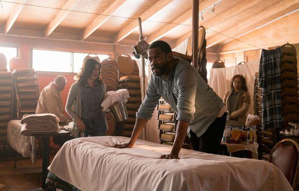 Colman Domingo esittää Strandia, Karen Bethzabe Elenaa.