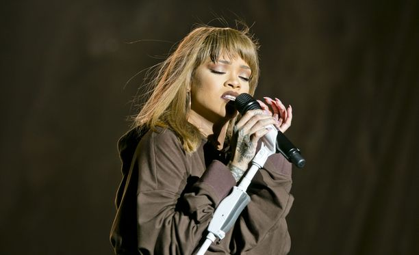 Laulaja Rihanna tunnetaan muun muassa kappaleistaan Umbrella, Work ja Bitch Better Have My Money.