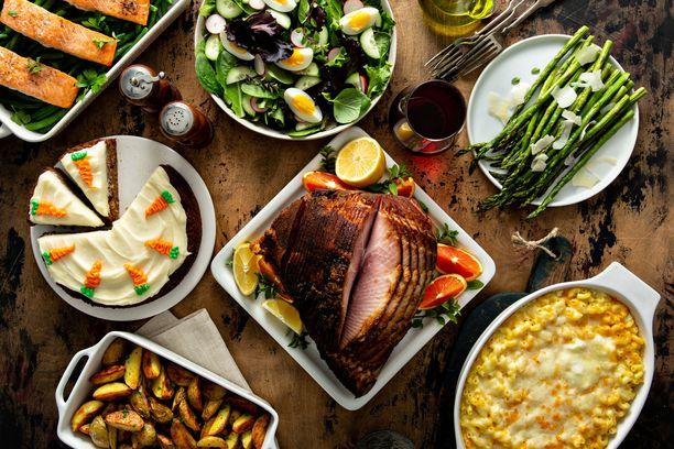 Pääsiäisen juhlapöydässä on tarjolla sekä karitsaa että lohta.