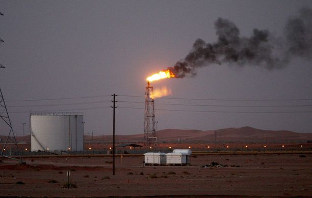 Saudi-Arabian valtion öljy-yhtiön Aramcon Khuraisin öljynjalostamo arkistokuvassa vuonna 2008.