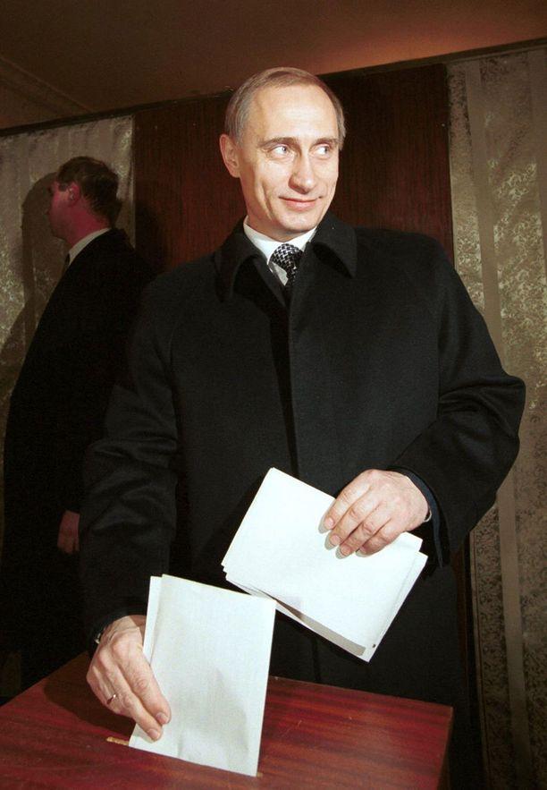 47-vuotiaana Putin oli vielä huomattavan siloposkinen.