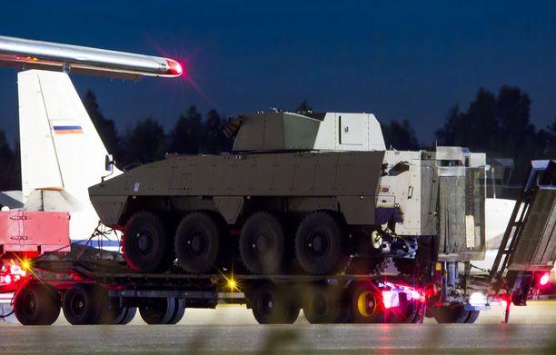 Torstain ja perjantain välisenä yönä Helsinki-Vantaalla nähtiin panssaroitu ajoneuvo.