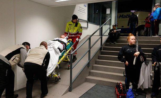 Nykopp kuljetettiin ambulanssin kyytiin.