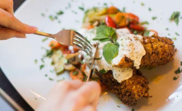 Runsaasti proteiineja on esimerkiksi lihassa, kalassa, kananlihassa, maitotuotteissa ja palkokasveissa.
