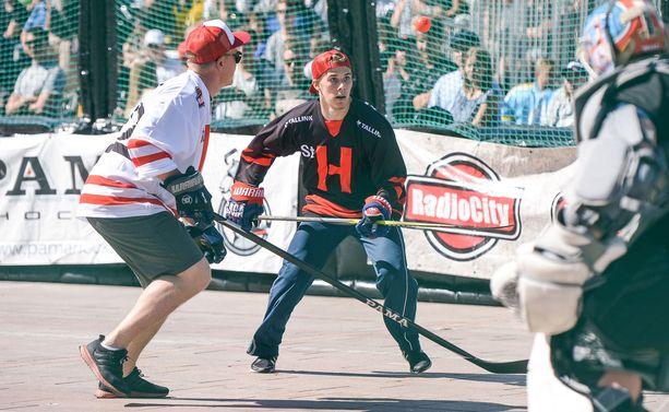 Henrik Haapala voitti Ny Rillataa -joukkueen kanssa Street Hockeyn Suomen mestaruuden.