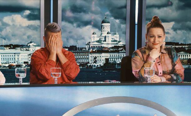 Antti Tuisku ja Erin liikuttuvat kyyneliin Leevin esitystä kuunnelleesaaan.