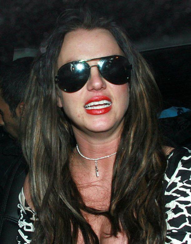 Britney ei ollut nukkunut useaan päivään, mikä vain pahensi maanista tilaa.