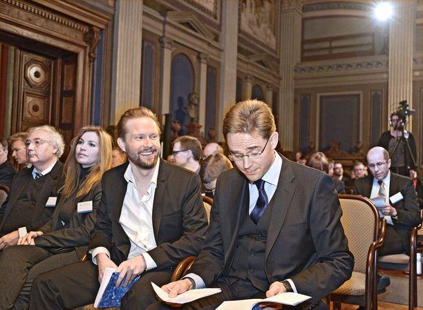 Entinen pääministeri Jyrki Katainen (kok) tilasi 700 000 euron tulevaisuusselvityksen Himaselta ilman kilpailutusta.